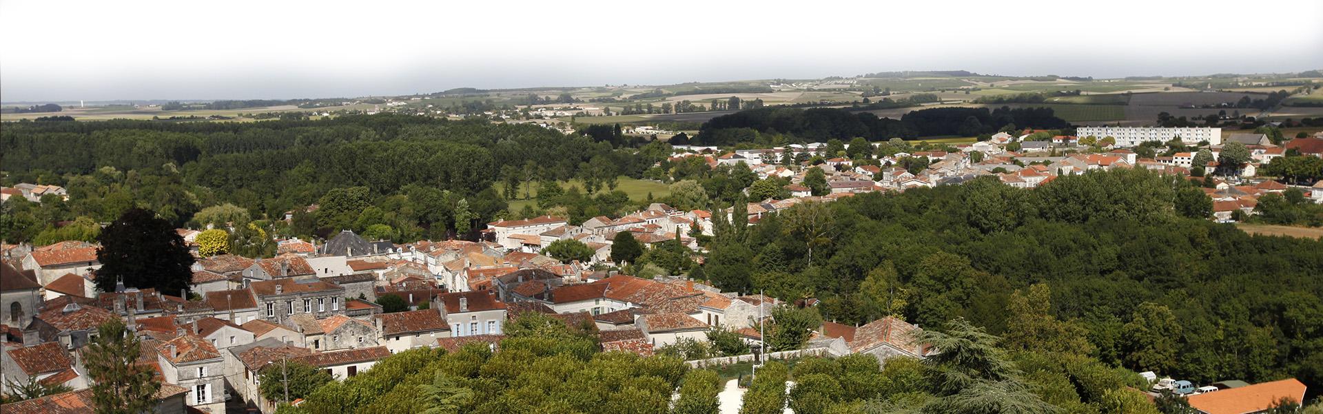 Ville de Pons - vue aerienne