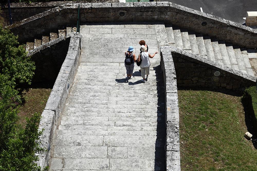 Ville de Pons - Escalier monumental