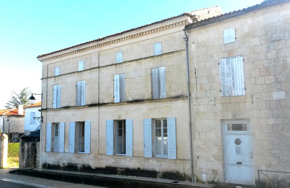 Pons - Halte Jacquaire - façade