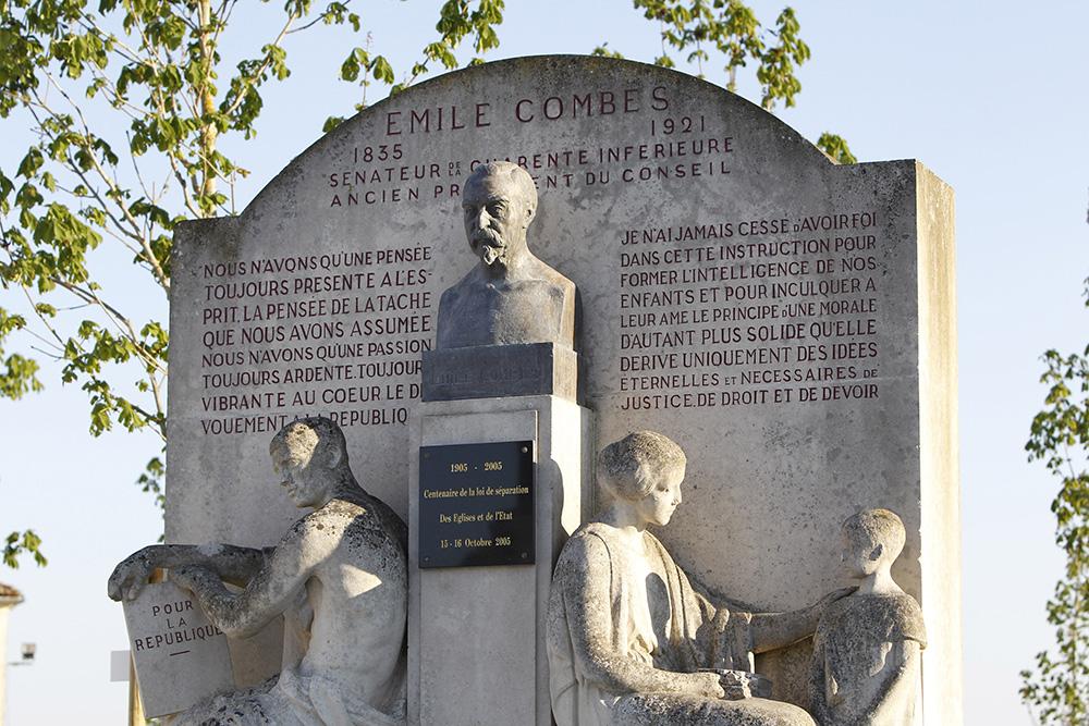 Pons - Monument Statue Emile Combes